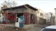 منزل مع محلات للبيع  في مدينة عدن