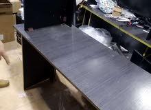 مكتب كمبيوتر. مستخدم بحاله ممتازه