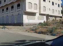 عماره ضخمه مساحتها 66قصبه في الحوبان قريبه مستشفى الخليج على الشارع العام