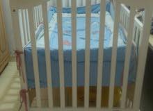 سرير طفل بالعجلات من سنتر بوينت بحالة ممتازة جدا