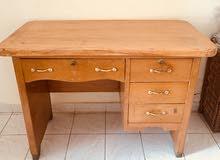 مكتب خشب بحاله جيده جدا للبيع