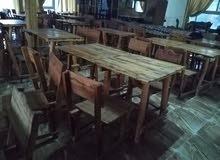طاولات مصنوعة من الخشب بحالة ممتازة
