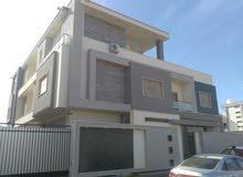 منزل ثلاث طوابق