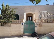 بيت اربع واجهات حجر للبيع خريبة السوق