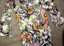 Zara dress for sale white satan short flowers سعر قابل للتخفيض