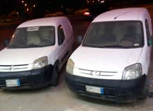 يوجد لدينا ثنتين سيارات بيجو للبيع من 3000فقط