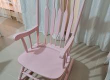 كرسي كلاسيكي زهري اللون
