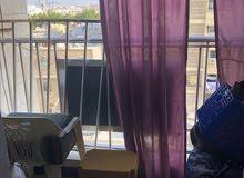شقة للتنازل  2 غرفة  صالة مطبخ  حمام بلكونة الشقة واسعة و كبيرة ايجار 220 شاملة الكهرباء و الماء