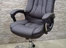 كرسي مدير جلد او شبك فقط ب 75 دينار