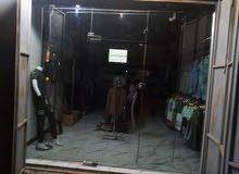 باب زجاج للبيع مع رفوف ألمنيوم تركيب مع تعاليك عارضات ملابس