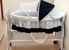 سرير اطفال بحالة ممتازة استخدام بسيط جدا