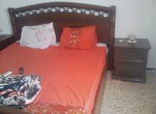 سرير زوجي و2كومديني للبيع مستعمل نظيف سعر حررررق