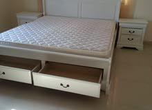كرفاية مع السرير وطاولتين جنب هوم سنتر
