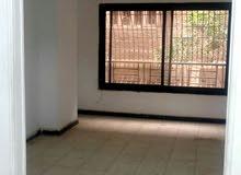 شقة صغيرة بالنزهة الجديدة تصلح مكتب أو سكن مغتربات