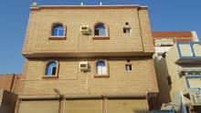 عمارة سكنية بمحلات تجارية للبيع بحي الربوة