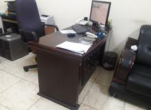 4 مكتب مع سكرتارية و 3 أجهزة كمبيوتر مكتبي و فاكي