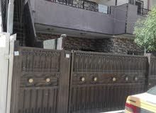 بيت في الظباط_ حي الجهاد المربع الذهبي، الشارع الثاني قريب عالشارع جدا.