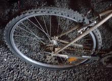 للبيع دراجه هوائية رياضيه