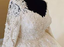 فستان زفاف كلاسيك  راااقي بالنقشة الملكية مع طرحة 3 م  وديل طوله متر ونص  تطريز