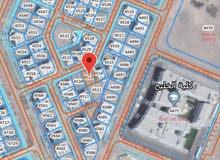 ارض سكنية في المعبيلة جنب كلية الخليج مباشرة