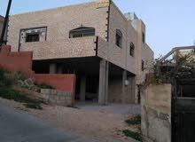 بيت طابقين تسوية عظم مساحته 200متر وطابق أول تشطيب ديلوكس ومساحته 180متر على ارض