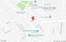 شقه تحتاج صيانه بسيطة تمام الموقع طرابلس بالقرب من فندق الصفوة شارع بغداد