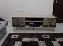 طاولة تلفزيون هوم مانيا مقاس 60 بوصة شبه جديدة