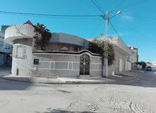 Villa 270m2 a 3 façades avec 3 locaux commerciaux a coûté de station louage sousse