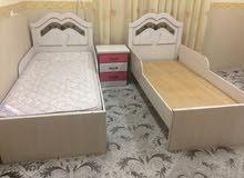غرفة نوم أطفال وطاولة سفرة و6مقاعد وكنبة وثلاجة سانيو