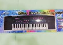 بيانو جديد مع مايكرفون