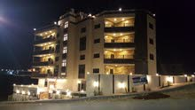 شقة *** تشطيبات ملوكية *** اطلالة رائعة في ((منطقة شفا بدران)) مساحة 167 متر