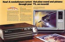اقدم مشغل فيديو من السبعينات مع مجموعة اسطوانات افلام