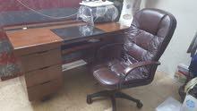 مكتبين وكرسي