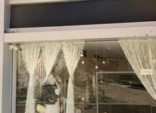 فرصة استثمارية (معرض تجاري) مميزة للبيع في شارع وصفي التل