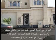 فيلاه البيع درج داخلي وشقه المساحه 200 متر الموقع بحي الرمال