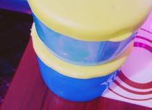 علبة حليب وماء للطفل