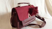 حقائب واحدية متناسقة الألوان