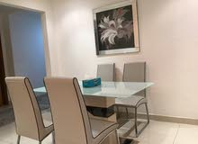طاولة سفرة بأربع كراسي بحالة جيدة جدا ... dinning table with 4 chairs in a very good condition
