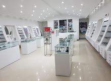 موضفات مبيعات في مجال النظارات
