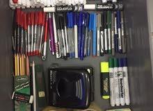 ادوات مكتبيه واقلام وتوصيلات كهربا وكابلات انترنت وحقايب وملفات بلاستيك