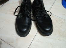 حذاء سيفتى وخوذة
