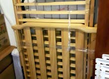 سرير اطفال مستعمل + المرتبه + 2 شرشف . من بيبي شوب ..