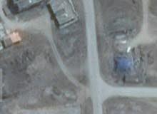 أرض سكنية في ولاية ضلكوت مفتوحة من جانبين موقعها مميز