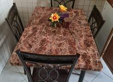 للبيع طاولة طعام بحالة ممتازة لدواعي السفر بسعر 350