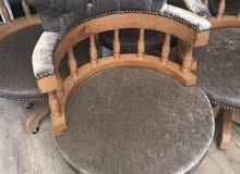 عدد 14 كرسي للبيع وأربع مكيفات شباك بحالة جيدة