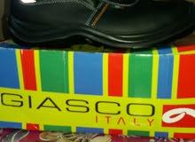 حذاء سفتي بالكرتونة مقاس 44