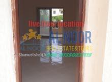 للبيع شقة غرفتين و صالة دور ارضي في قرية كوميتا ريزورت منطقة نبق شرم الشيخ