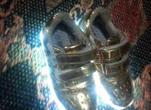 حذاء بناتي ابو الاضويه علشحن مع شاحنته لون ذهبي قياس 32