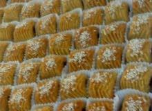 نخدم في الحلويات الزمنية مقروض وغريبة لوز وحلقوم وقرينات وكعك حلو ومالح