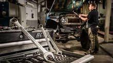 مطلوب محترفين ميكانيك سيارات في( كندا فكتوريا ) بمزايا عالية سارع الان للتقديم !! (يشترط الخبرة)
